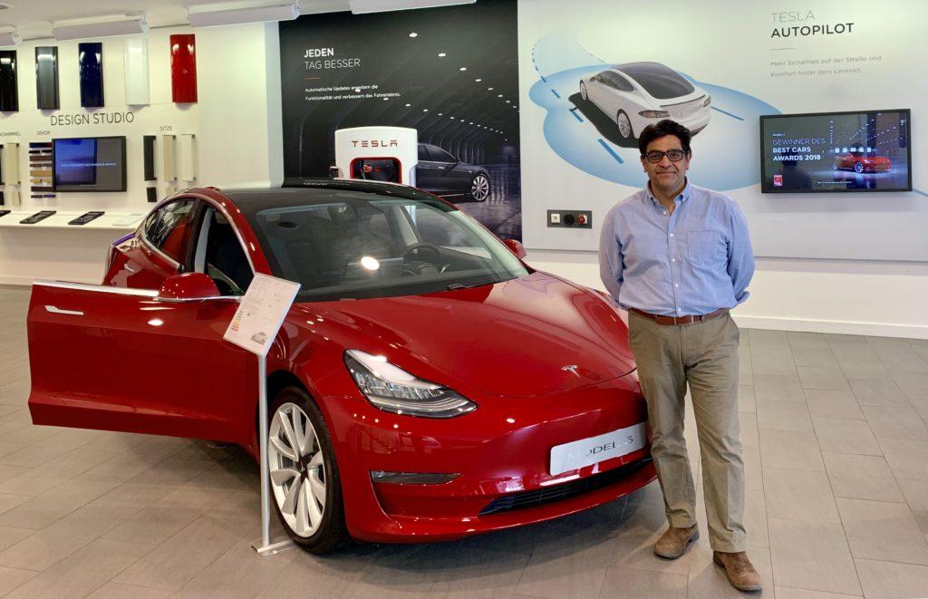 Ashvin Suri founder e-zoomed Tesla Showroom